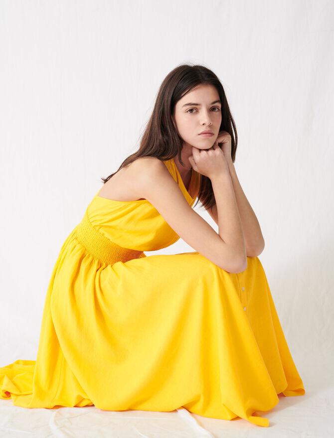 Robe smockée en lin jaune soleil - Robes - MAJE