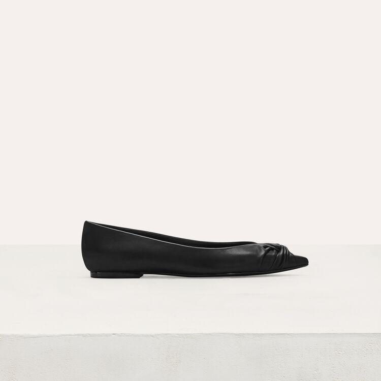 Ballerines drapées en cuir : Chaussures plates couleur Black