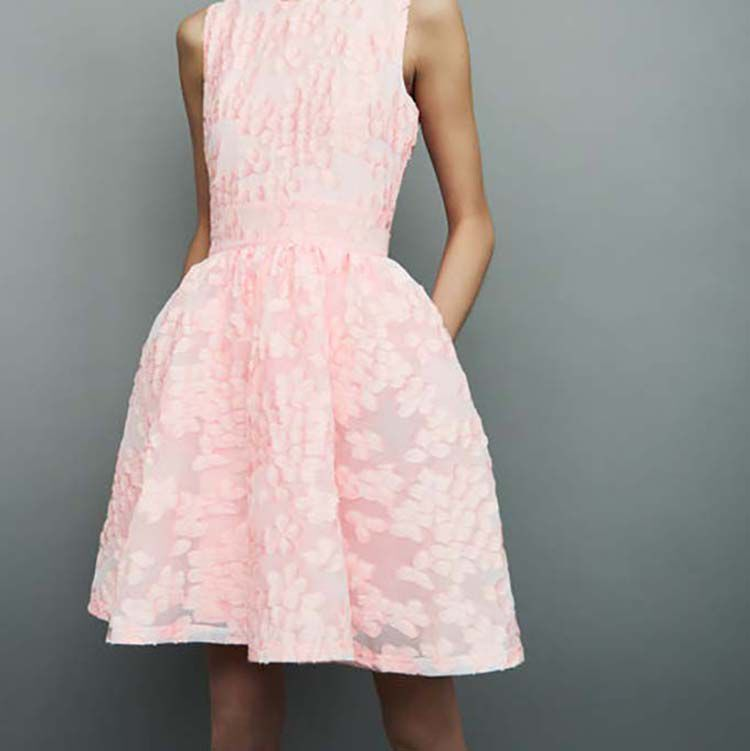 Robe cocktail rose pale dentelle