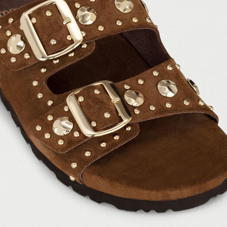Sandales en cuir ornées de studs : Chaussures plates couleur Camel