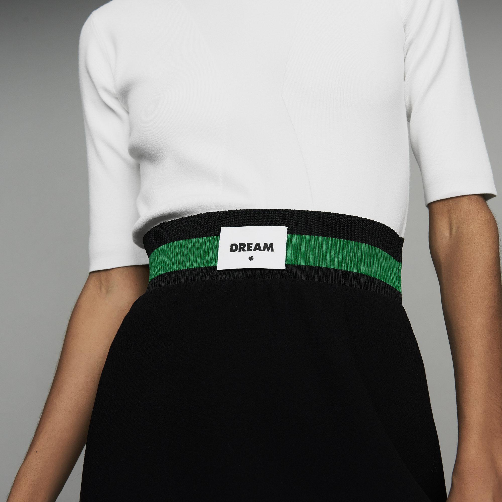 Jupe courte en crêpe esprit sportswear